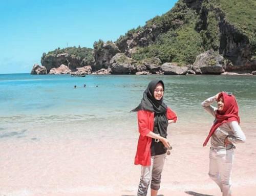Pantai Ngrenehan, Sensasi Menyenangkan Bermain Pasir Putih